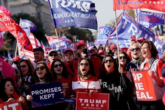 Hàng ngàn người ủng hộ ông Trump đổ về Washington DC - Ảnh 2.