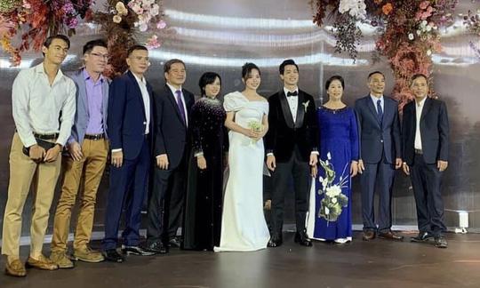 Công Phượng mượn sân bóng xóm để tổ chức đám cưới ở quê nhà Nghệ An - Ảnh 2.