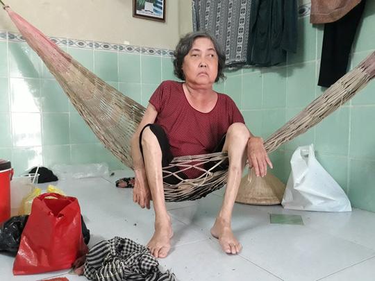 CLIP: Mẹ già bệnh tật chống gậy ra Phú Quốc tìm con gái - Ảnh 7.
