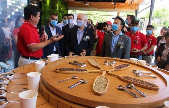 Nhà thu mua cà phê lớn nhất Việt Nam mở khu trải nghiệm cà phê ở Tây Nguyên - Ảnh 3.
