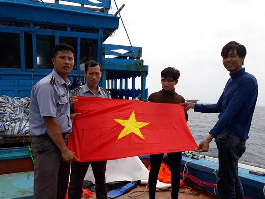 Lực lượng kiểm ngư - cứu tinh trên biển - Ảnh 1.