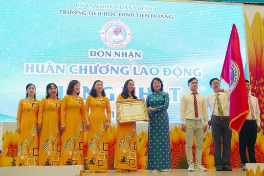 TP HCM: Trường Tiểu học Đinh Tiên Hoàng đón nhận Huân chương Lao động hạng Nhất - Ảnh 2.