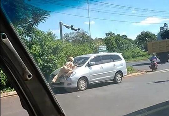 """Cảnh sát giao thông có nên """"lao ra"""" đường chặn, xử phạt xe? - Ảnh 1."""