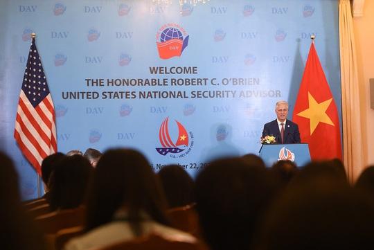 Cố vấn An ninh Quốc gia Mỹ nói chuyện với sinh viên: Quan hệ Việt-Mỹ còn vững mạnh hơn - Ảnh 9.