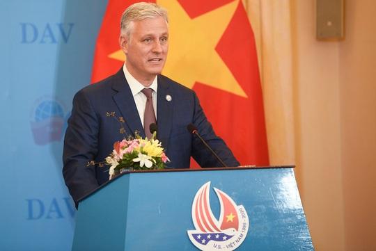 Cố vấn An ninh Quốc gia Mỹ nói chuyện với sinh viên: Quan hệ Việt-Mỹ còn vững mạnh hơn - Ảnh 2.