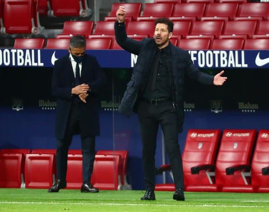 Siêu phẩm bàn thắng hạ gục Barcelona, Atletico chia ngôi đầu La Liga - Ảnh 6.