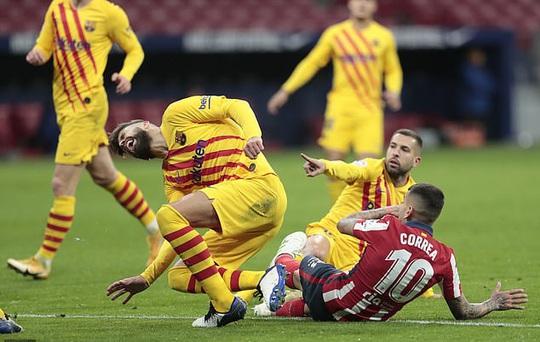 Siêu phẩm bàn thắng hạ gục Barcelona, Atletico chia ngôi đầu La Liga - Ảnh 4.