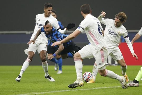 Thẻ đỏ tai hại, Inter Milan trắng tay trước Real Madrid trên sân nhà - Ảnh 4.