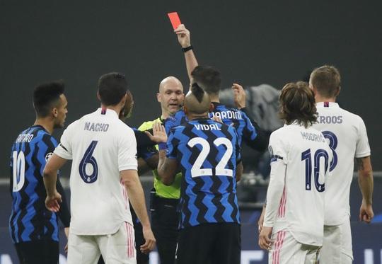 Thẻ đỏ tai hại, Inter Milan trắng tay trước Real Madrid trên sân nhà - Ảnh 6.