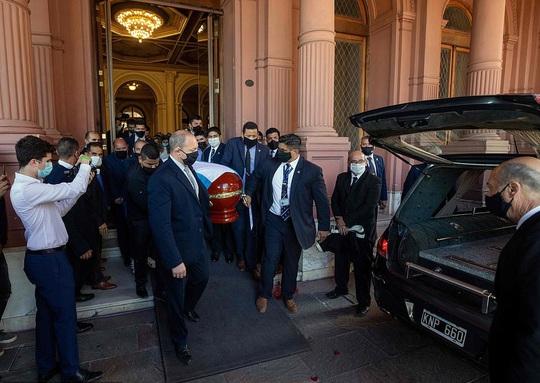CLIP: Lễ an táng huyền thoại Maradona - Nước mắt tiếc thương, máu đổ vì bạo động - Ảnh 4.