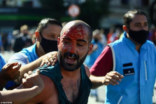 CLIP: Lễ an táng huyền thoại Maradona - Nước mắt tiếc thương, máu đổ vì bạo động - Ảnh 17.