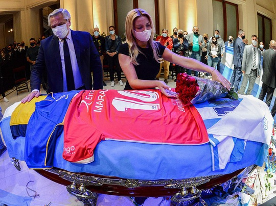 CLIP: Lễ an táng huyền thoại Maradona - Nước mắt tiếc thương, máu đổ vì bạo động - Ảnh 2.