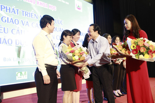 Bộ trưởng Phùng Xuân Nhạ: Phải rút kinh nghiệm sạn trong sách giáo khoa lớp 1 - Ảnh 3.