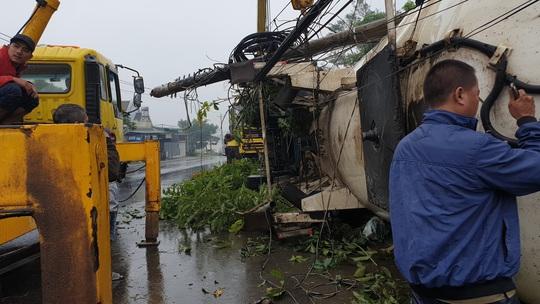 Xe bồn chở gas lao vào nhiều nhà dân trên Quốc lộ 20, gây cảnh tượng kinh hoàng - Ảnh 6.