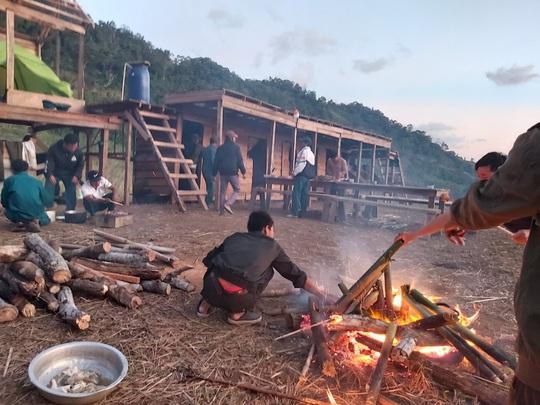 45 du khách TP HCM và người dẫn đường mất liên lạc trên núi Khánh Hòa - Ảnh 3.