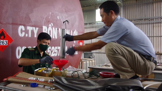 Hàng ngàn lít xăng giả tại Vũng Tàu được sản xuất như thế nào? - Ảnh 3.