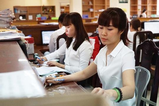 Chính sách mới đối với công chức, viên chức có hiệu lực từ tháng 11-2020 - Ảnh 1.