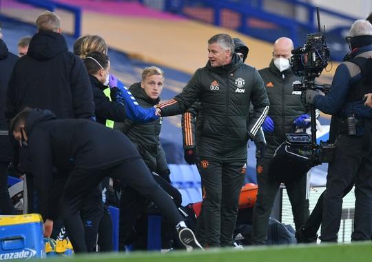 Man United đè bẹp Everton 3-1, cứu ghế HLV Solskjaer - Ảnh 1.