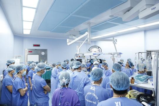 Thanh niên được ghép 2 tay và 5 người ghép tạng từ người hiến chết não - Ảnh 5.