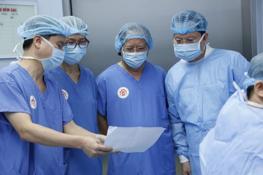 Thanh niên được ghép 2 tay và 5 người ghép tạng từ người hiến chết não - Ảnh 9.