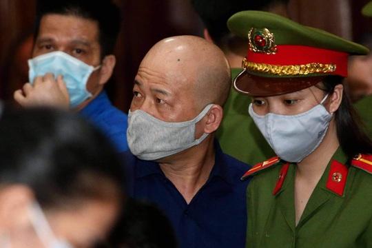 Giữa tòa, Đinh Ngọc Hệ không thừa nhận nhờ ông Đinh La Thăng giúp đỡ (?!) - Ảnh 1.