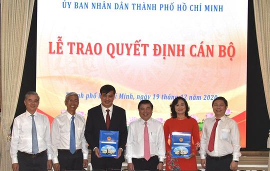 Trao quyết định của Thủ tướng phê chuẩn kết quả bầu 2 phó chủ tịch UBND TP HCM - Ảnh 1.