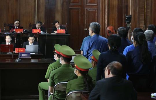 """Những chi tiết, hình ảnh """"đắt"""" trong phiên xử ông Đinh La Thăng - Ảnh 5."""
