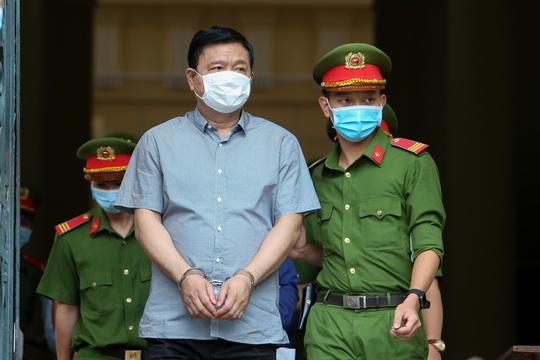 """Những chi tiết, hình ảnh """"đắt"""" trong phiên xử ông Đinh La Thăng - Ảnh 10."""