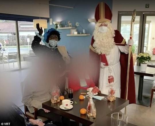 """""""Ông già Noel"""" đến thăm, 18 người thiệt mạng vì Covid-19 - Ảnh 1."""