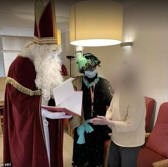 """""""Ông già Noel"""" đến thăm, 18 người thiệt mạng vì Covid-19 - Ảnh 2."""