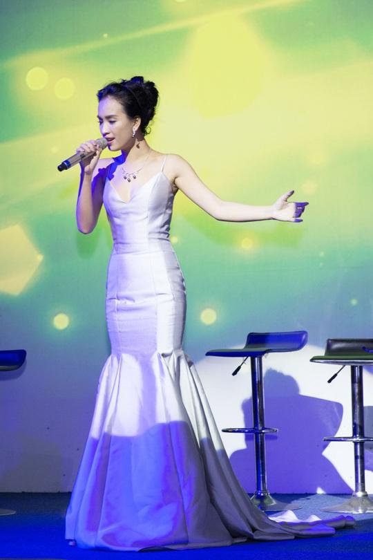 Có gì trong đêm đếm ngược chào năm mới ở phố đi bộ Nguyễn Huệ? - Ảnh 3.