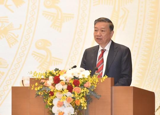 Bộ trưởng Tô Lâm: Có hàng trăm người xuất nhập cảnh trái phép mỗi ngày - Ảnh 1.