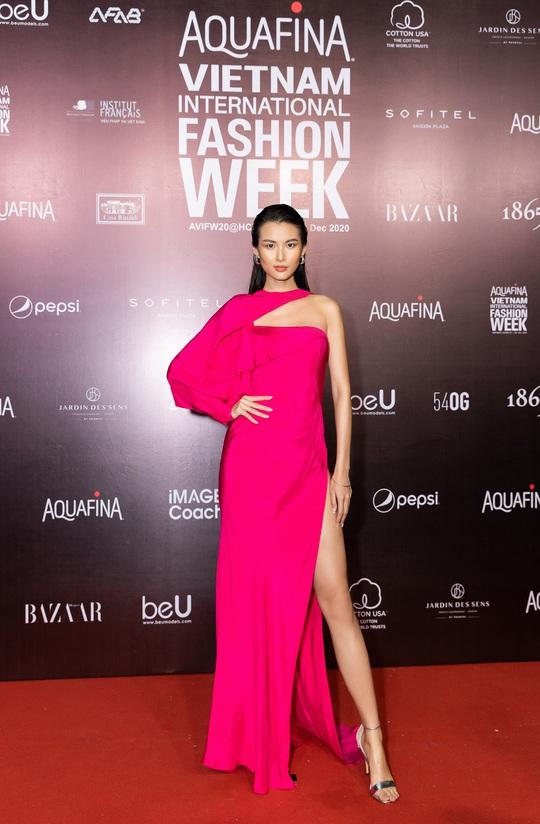Dàn sao Việt diện váy áo Công Trí đọ sắc trên thảm đỏ - Ảnh 23.