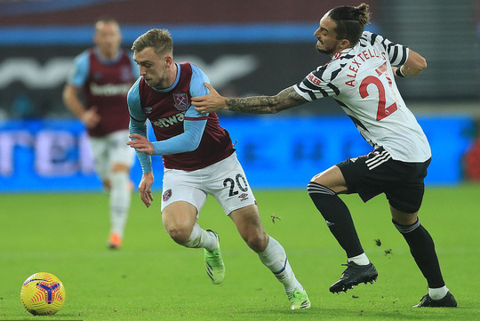 Ngược dòng ngoạn mục, Man United thắng tranh cãi chủ nhà West Ham - Ảnh 2.