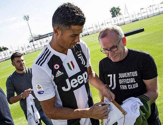 Chevrolet thách thức Jeep, quyết chi tiền đưa Ronaldo về Man United - Ảnh 3.