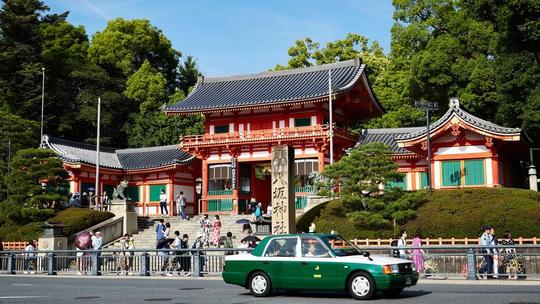 Nhật: Đảo Miyajima đánh thuế du khách để giảm nguy hiểm - Ảnh 2.