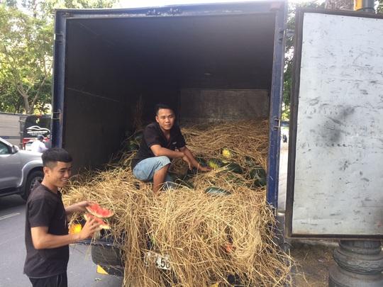 Một tập đoàn mua 20 tấn dưa hấu hỗ trợ nông dân Tây Nguyên  - Ảnh 1.