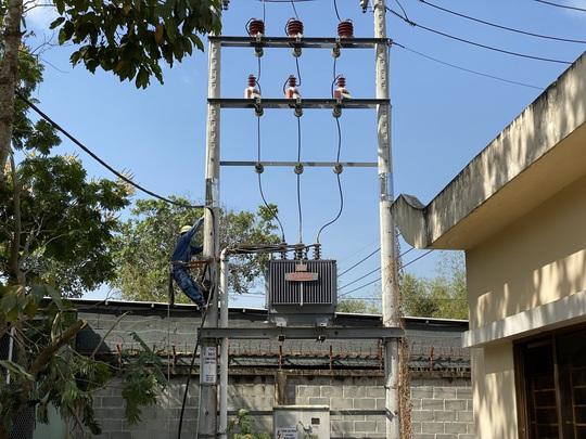 Ứng phó dịch nCoV: TP HCM khẩn trương cấp điện cho 2 bệnh viện dã chiến  - Ảnh 1.