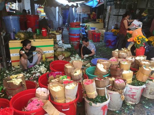 Dịch corona làm giảm sút thị trường hoa tươi dịp lễ Tình nhân 14-2 - Ảnh 1.