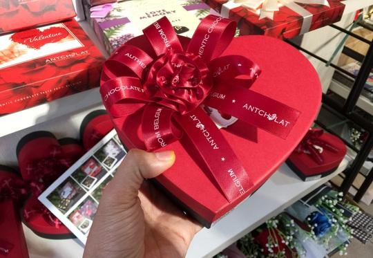 Thị trường quà tặng ngày Valentine ảm đạm do dịch Covid-19 - Ảnh 3.