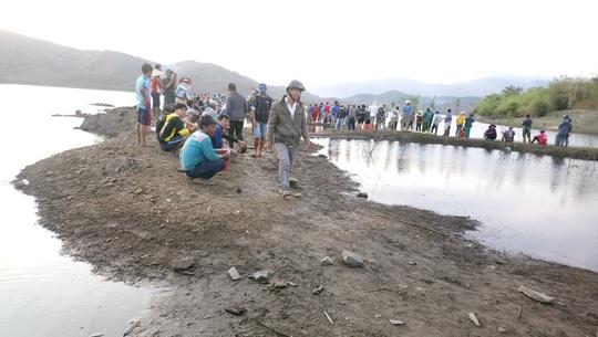 Bình Thuận: Lật thuyền, 1 học sinh mất tích - Ảnh 1.