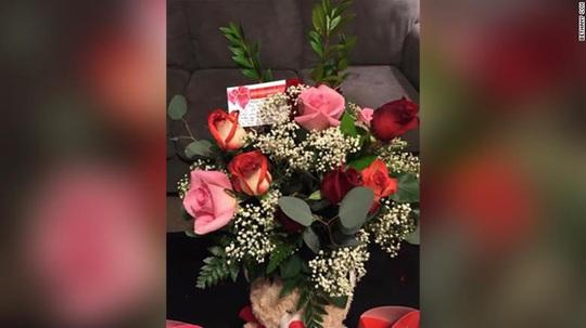 Chồng quá cố bí mật tặng hoa cho vợ hằng năm - Ảnh 3.