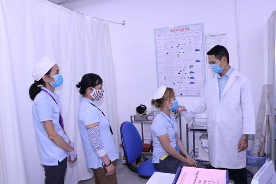 Bình Dương: Chủ động phòng chống dịch virus corona trong công nhân - Ảnh 1.