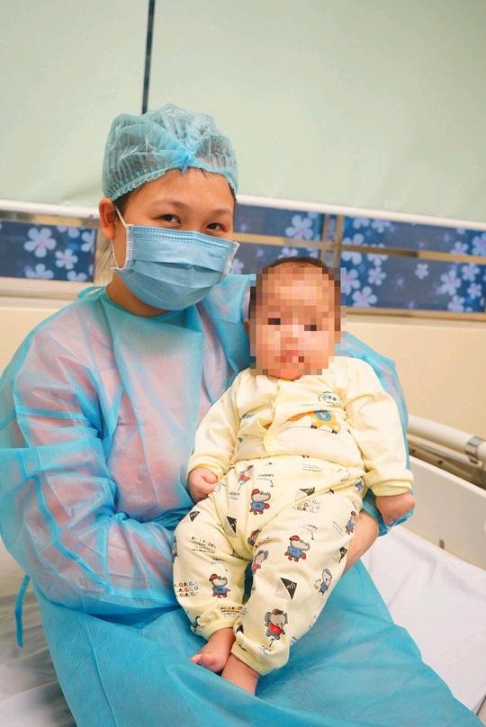 Video: Bệnh nhi 3 tháng tuổi nhiễm Covid-19 xuất viện sáng nay 20-2 - Ảnh 7.