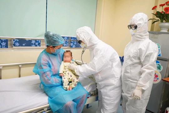 Video: Bệnh nhi 3 tháng tuổi nhiễm Covid-19 xuất viện sáng nay 20-2 - Ảnh 6.
