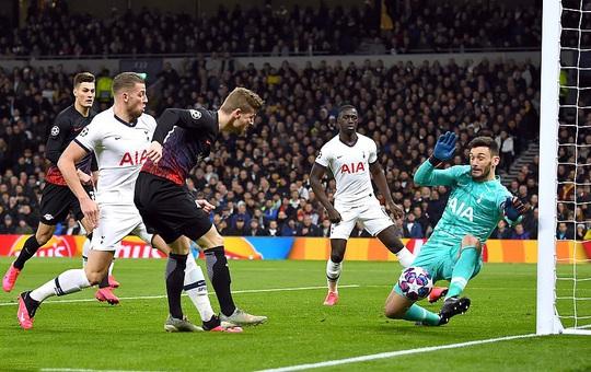 Nghiệt ngã penalty, á quân Tottenham thua sốc RB Leipzig - Ảnh 2.