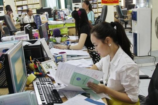 Sổ BHXH là điều kiện bắt buộc để làm thủ tục nhận trợ cấp thất nghiệp - Ảnh 1.