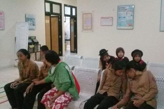 Đi cắm trại ven sông, hơn 250 học sinh bị lũ quét cuốn trôi - Ảnh 3.