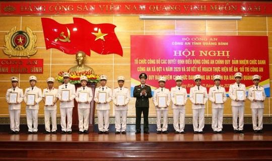 Quảng Bình điều động gần 500 công an chính quy về xã - Ảnh 1.