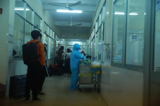 Đà Nẵng bác tin đồn cách ly tòa nhà Azura vì có nhiều người Hàn Quốc bị sốt - Ảnh 1.